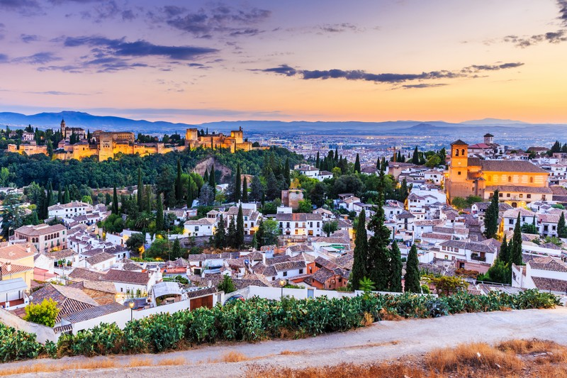 Faut-il faire appel à une agence de voyage pour un voyage Espagne ?