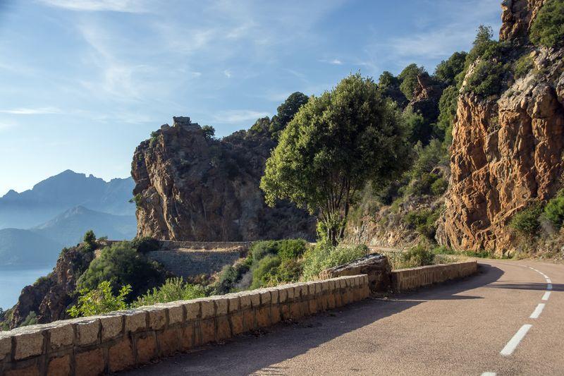 Corse : pourquoi louer une voiture pour vos vacances ?